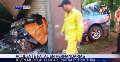Conductor muere al chocar contra cartel de bienvenida de Hernandarias