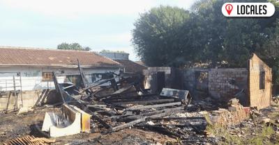 Mujer con problemas mentales incendió su vivienda y huyó