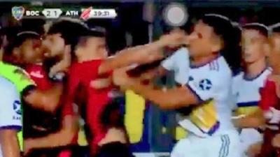 Júnior Alonso a trompadas con un jugador brasileño [Vídeo]