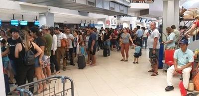 HOY / Aeropuerto lleno: 3 aviones salen en simultáneo, piden ir 3 horas antes de viajar