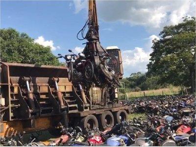 Destruyen motocicletas abandonadas en corralón de Patrulla Caminera
