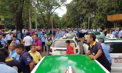 Taxistas se movilizan en CDE
