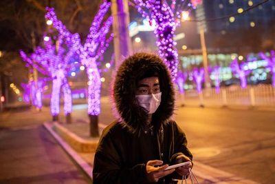"""Transmisión de coronavirus, poco probable en Sudamérica porque """"no hace frío"""", afirma infectólogo"""