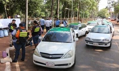 HOY / Taxistas vs Uber y MUV: en  CDE rodean la Junta y ésta  dilata definición del pleito
