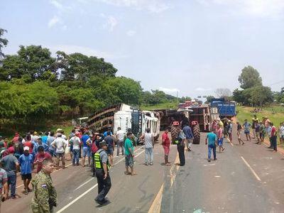 Vuelco de camión en Vy'a Renda deja varios fallecidos