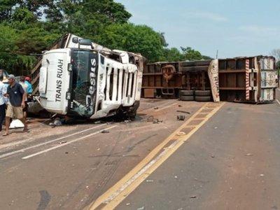En terrible accidente mueren aplastadas cuatro personas