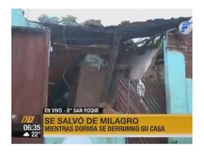Abuela de 74 años quedó atrapada al derrumbarse su casa