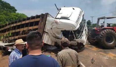 Imprudencia de chofer de minibús habría provocado cuádruple muerte sobre ruta en San Pedro