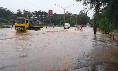 Lluvia inunda calles en CDE