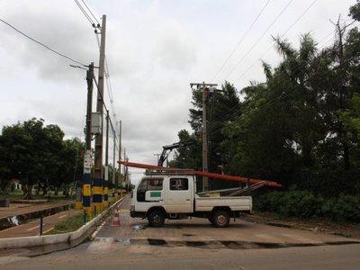 ANDE: 30.000 familias siguen sin energía eléctrica tras temporal