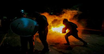 Un muerto y más de 120 detenidos en violentas protestas en Chile