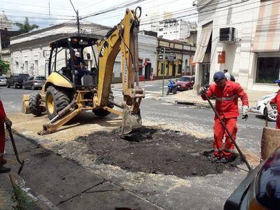 Reparan calle que sufrió hundimiento tras temporal