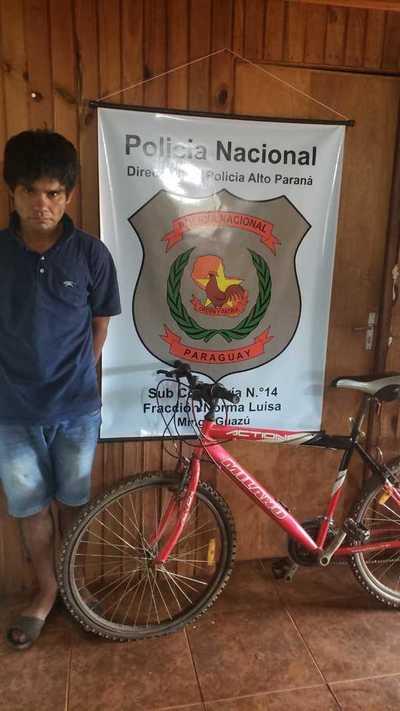 Detienen a ratero y recuperan bicicleta robada de una casa