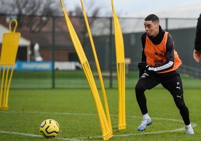 Se cumple un año de la llegada de Almirón al Newcastle
