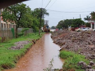 Municipalidad inicia obra de desagüe pluvial denunciada como fantasma