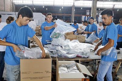 Ministerio de Educación culmina distribución de los kits escolares