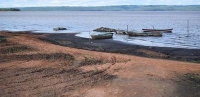 Mades y MOPC se tiran la pelota mientras lago Ypacaraí sigue descendiendo