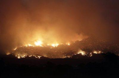 Incendio causa estado de emergencia en capital australiana