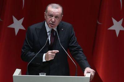 """Erdogan amenaza con recurrir a """"la fuerza militar"""" en Siria"""
