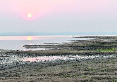 Lago Ypacaraí sigue descendiendo, y   el Mades  y   MOPC se tiran la pelota