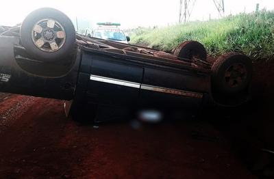 Hombre fallece tras vuelco de camioneta en Hernandarias