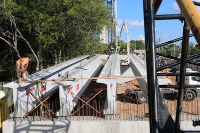 Colocan vigas para viaducto en zona del Jardín Botánico pero aún no hay obras de compensación