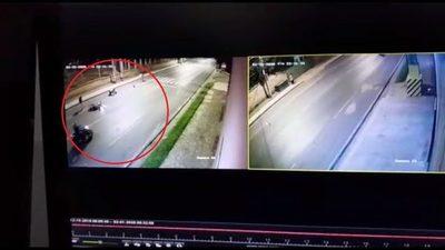 Motochorros roban moto a punta de pistola (video)