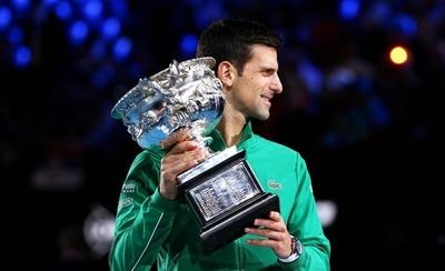 HOY / Djokovic resucita, gana por octava vez en Australia y recupera el número uno