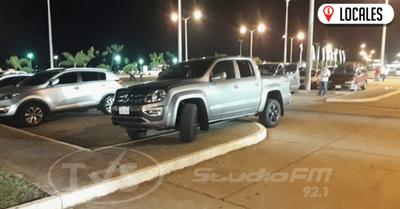 Vehículo de la intendencia municipal brinda el mejor ejemplo para estacionar