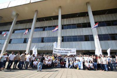 Funcionarios públicos se movilizan hoy contra recortes de beneficios