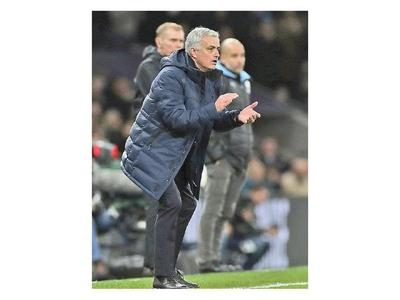 Mourinho le gana el duelo a Guardiola
