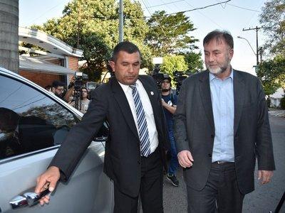 Mario Abdo autoriza viaje de Benigno López pese a clima candente con funcionarios