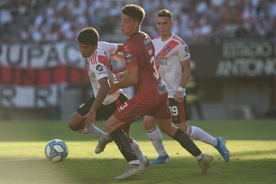 Robert Rojas 'enorme' figura del River Plate puntero de la Superliga