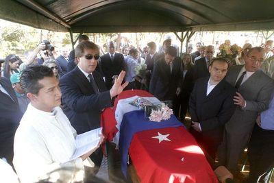 Stronistas insisten en repatriar los restos del ex dictador