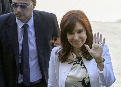 """Cristina Fernández acusa a Fisco de operar en la  """"clandestinidad""""  contra ella"""