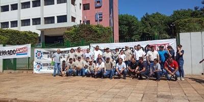 Trabajadores de la ANDE se movilizan en reclamo por recortes de beneficios