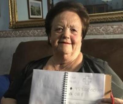 Creó una agenda telefónica con dibujos para su abuela que no sabe leer