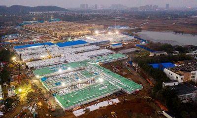 Hospital de Wuhan construido en tiempo récord de 10 días recibe a sus primeros pacientes