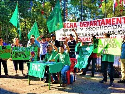 Campesinos anuncian marchas en 10 departamentos
