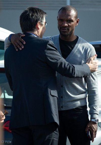 Abidal apunta a jugadores en salida de Valverde