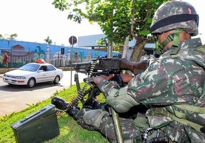Ejército brasileño aplica operativo cerrojo en el Puente de la Amistad