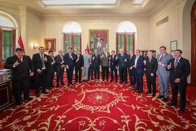 Consenso para candidato a presidente de Junta de ANR, motivo de reunión de gobernadores colorados con Abdo y Cartes