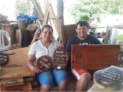 Artesanos en madera utilizan el Twitter para multiplicar sus ventas