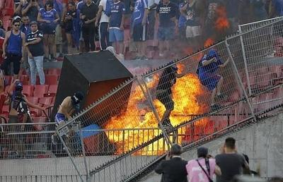 HOY / El fútbol lleva a las gradas la turbulencia de la crisis social en Chile