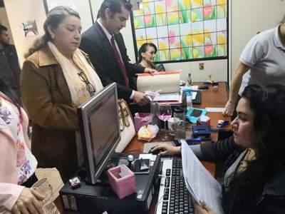 Intendente destituye a abogados de la comuna: Nidia Silvero y Ricardo Romero