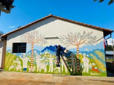 Colonia Independencia luce coloridos murales inspirados en relatos locales y sonidos del agua