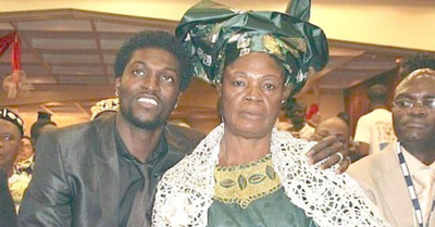 Emmanuel Adebayor fue jodido por toda su familia anga