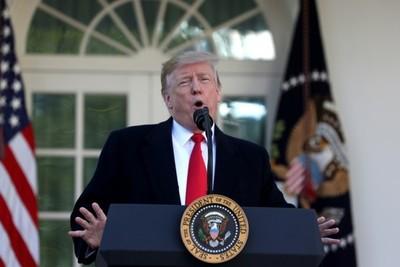 Trump ya tomó represalias después de ser absuelto: despidió a dos testigos del juicio político
