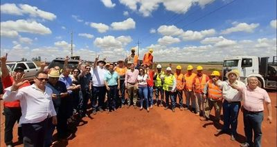 Palada inicial para obras de asfaltado en Alto Paraná