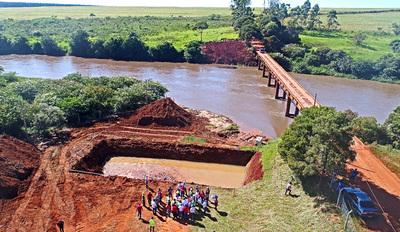 Puente sobre el Monday en el km 14 podría terminar a mediados de año, afirmó Wiens